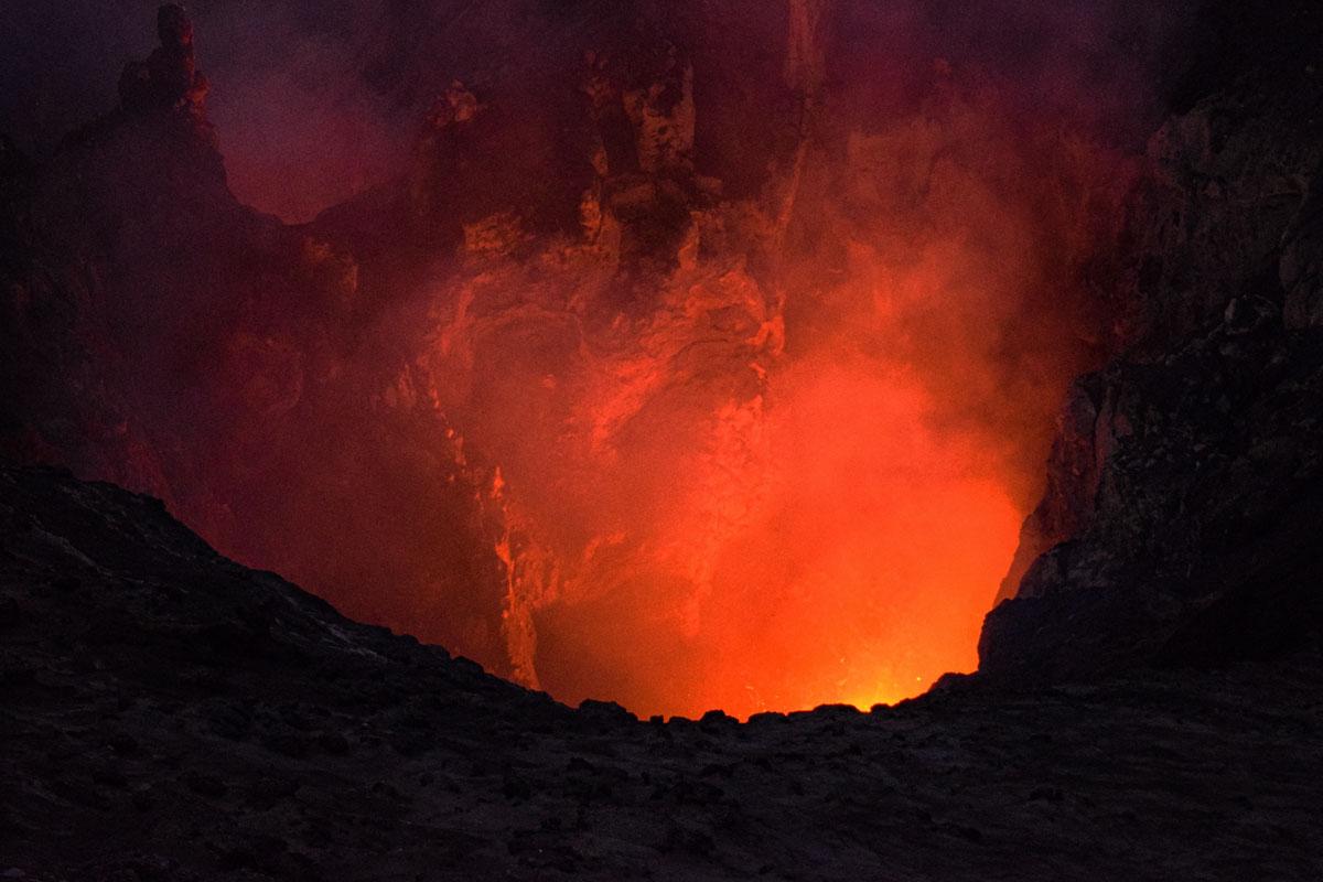 Cratère de lave volcan Yasur
