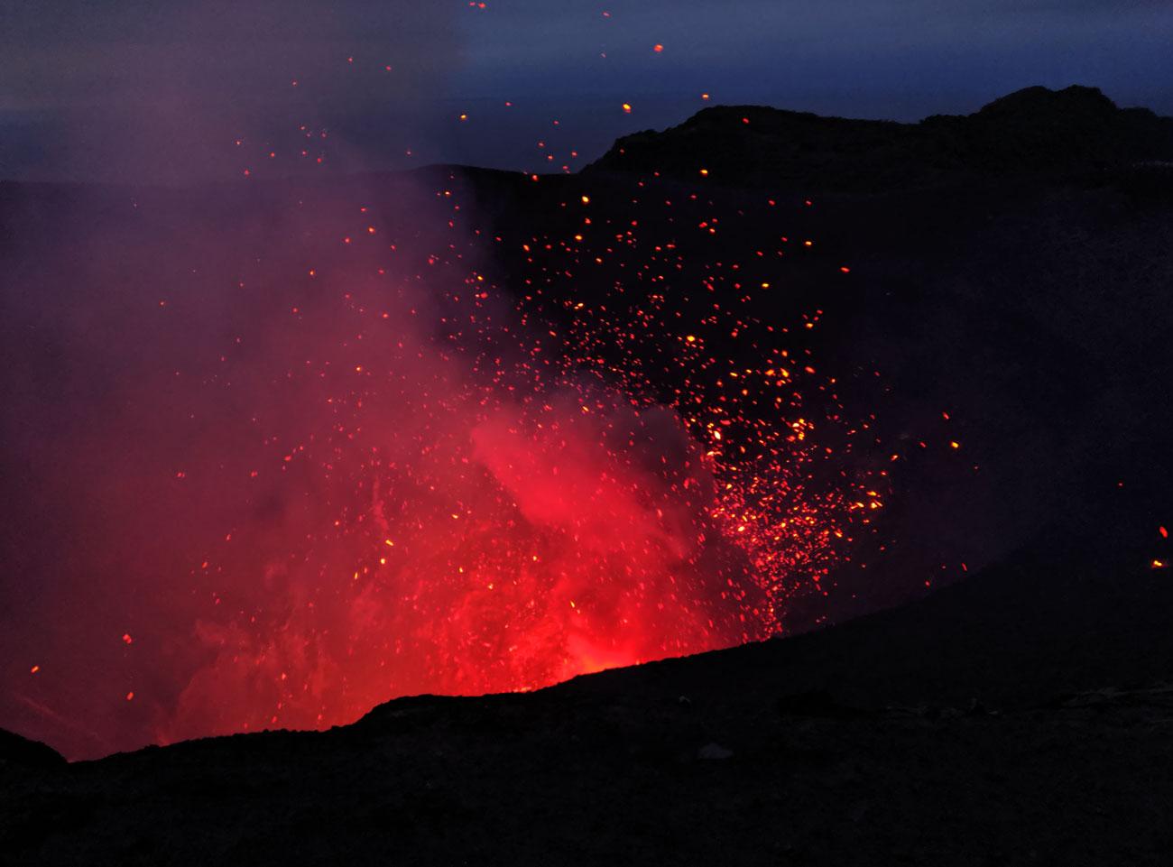 Explosion de lave Mt Yasur