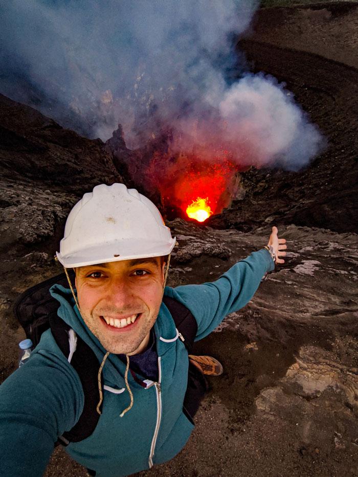 Au sommet du volcan Yasur