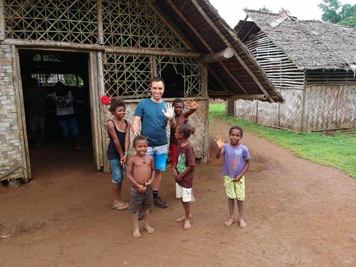 Enfants dans le village de Vunaspef