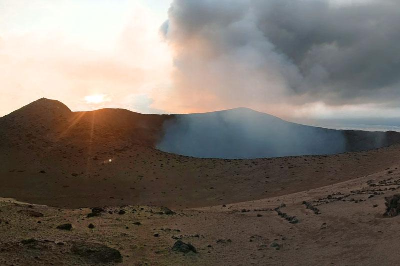 Cratère du Mt Yasur au coucher de Soleil