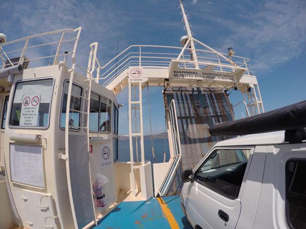 Notre van sur le bateau entre Kettering et Bruny Island