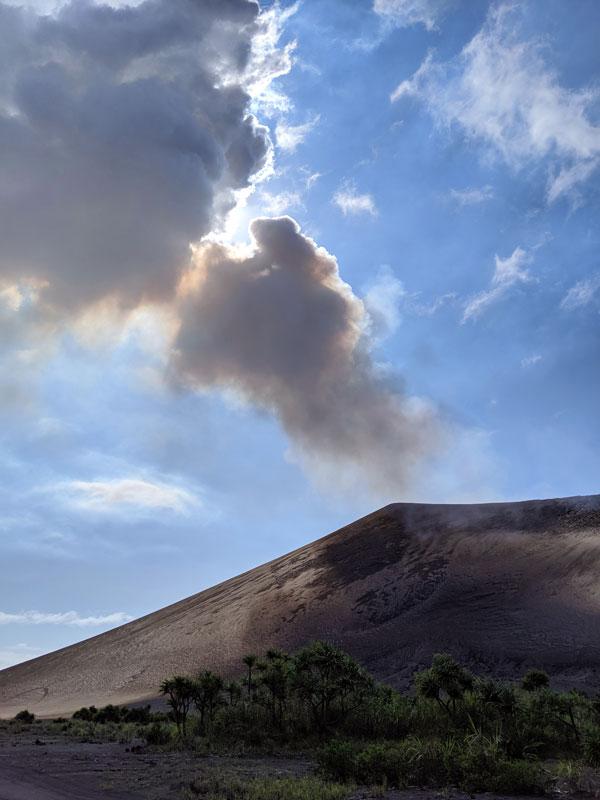 Fumée s'échappant du Mt Yasur sur Tanna