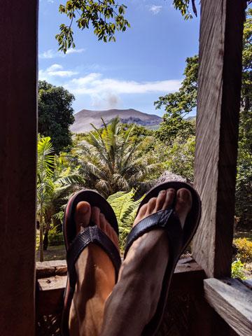 Vue du volcan Yasur depuis notre tree house