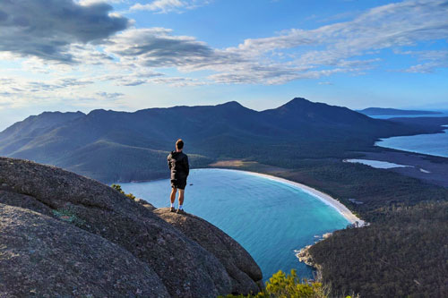 Wineglass Bay depuis Mt Amos dans le Freycinet National Park