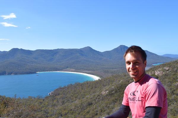 Portrait de Mika - Exploring Paw au Wineglass Bay lookout point de vue