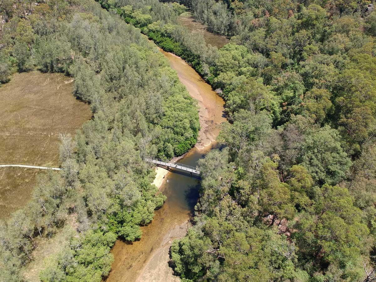 Pont traversant la rivière dans le Berowra Valley National Park