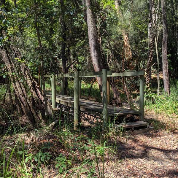 Pont de bois à traverser au cours de la rando