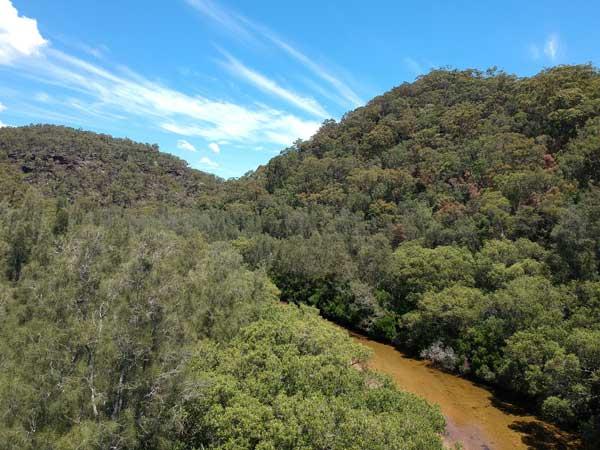 Vue du bras de rivière Calna Creek avec le drone