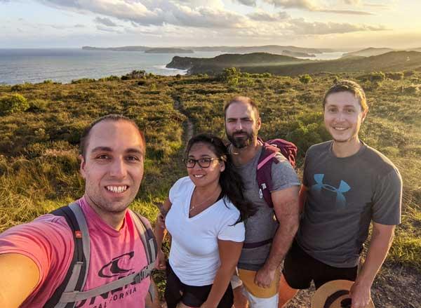 Exploring Paw et ses compagnons d'aventure au Bouddi National Park