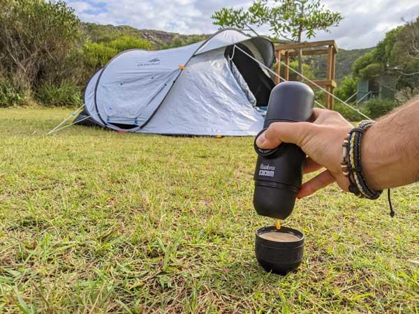 Expresso du matin au petit déjeuner en camping