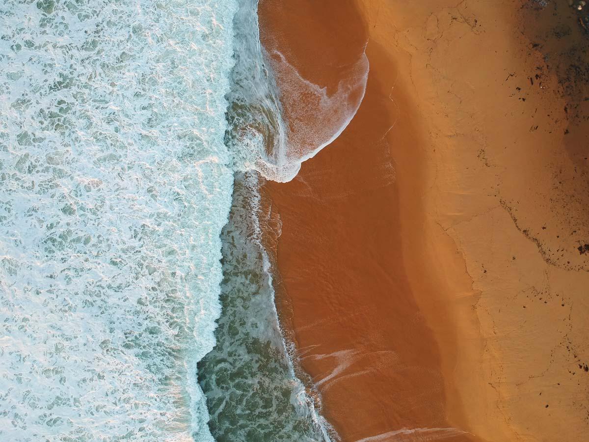 Vue de drone de Tallow Beach dans le Bouddi National Park