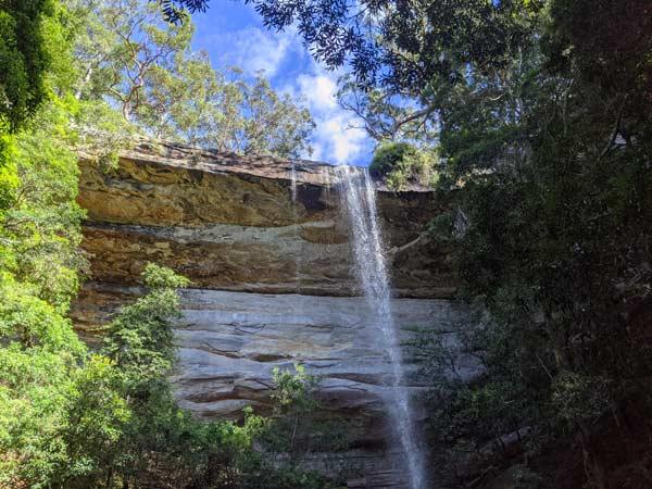 La National Falls vue depuis la base de la partie inférieure de la cascade