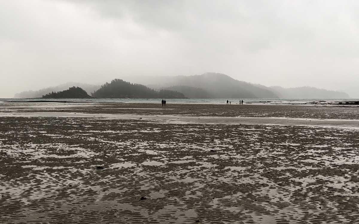 Catseye Beach dans la brume avant la pluie