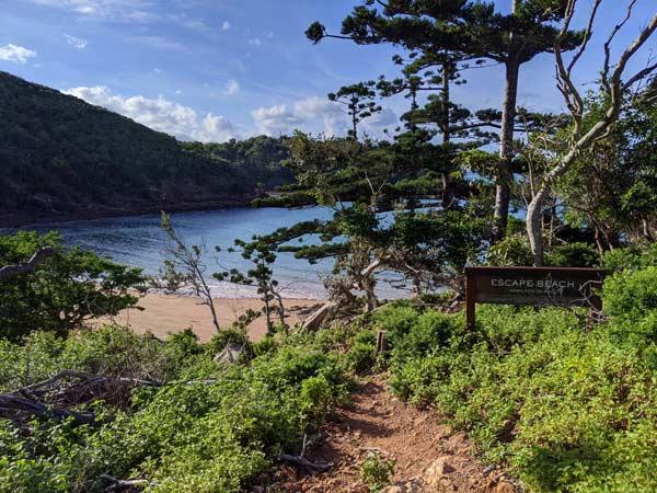 La plage reculée d'Escape Beach et son hamac