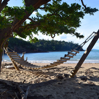 Hamac en bois sur la plage d'Escape Beach