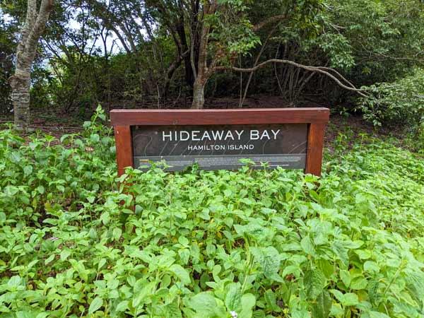 Panneau d'entrée sur la plage Hideaway Bay