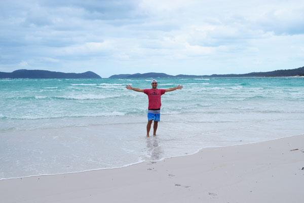 Mika sur la plage Whitehaven Beach