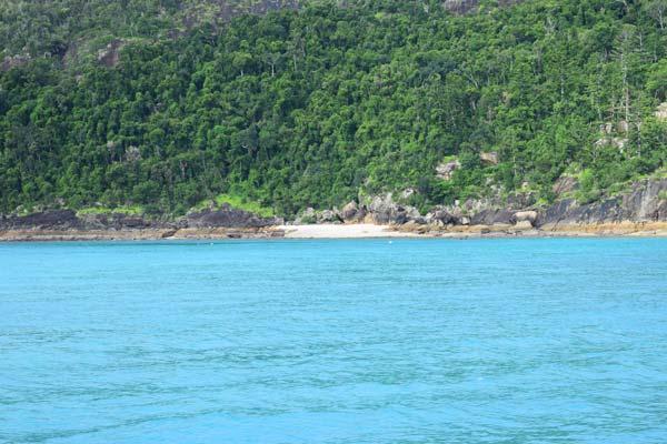 Une petite plage sur un îlot des Whitsundays