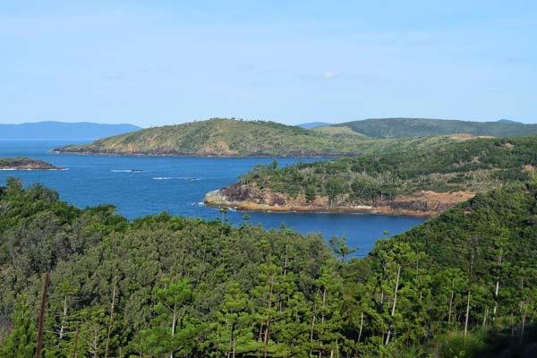 Côte escarpée de Hamilton Island