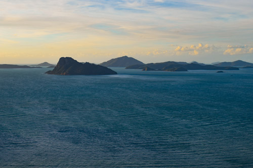 Archipel des Whitsundays au lever de Soleil depuis Hamilton Island