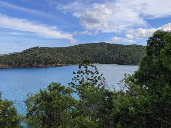 Vue de Coral Cove depuis le chemin d'Escape Beach